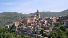 """Sono la """"macchina economica"""" del Paese. Il luogo dove la crescita, anche fisica, è stata quattro volte più marcata rispetto al resto del tessuto urbano delle città (18% in media contro il 4%). Eppure, molti centri storici dell'Italia sono in profonda crisi."""