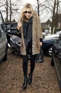 Kate Moss / Leopard jacket / Scarf / Black boots