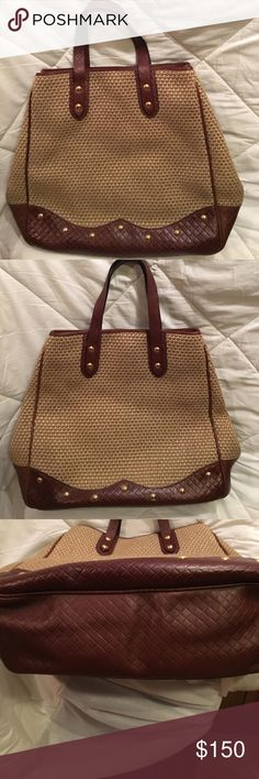 Authentic Vintage Bottega Venetia Handbag Perfect condition.  Linen/ straw like material with cloth lining and zippered pocket. Bottega Veneta Bags Totes