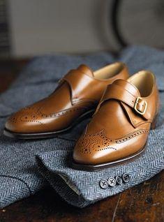 Très jolies chaussures à boucle et bout fleuri  mode  chaussures  mocassin   boucles · Vêtements HommeChaussure ... 5f4fe389585