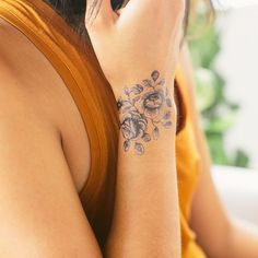 flower tattoo. pretty!