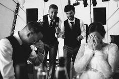 Tradycyjne czy bardziej nowoczesne? Gry i zabawy weselne - Jeszcze kilkanaście lat temu żadne polskie tradycyjne wesele nie mgło się bez ich obyć. Klasyczne oczepiny, połączone ze zdejmowaniem kobiecie welonu i przyśpiewkami przez bardzo długi czas były tym, na co decydowała się każda Para Młoda. Dziś jednak widać wyraźnie powiew nowoczesności, coraz... - https://slubi.pl/blog/tradycyjne-bardziej-nowoczesne-gry-zabawy-weselne/
