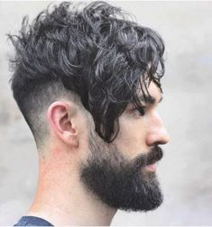 Bangs are making a comeback, and you need to be ready with a style like this. Here's everything you need to know about the [angular fringe haircut] Fringe Haircut, Fade Haircut, Angular Fringe, Medium Hair Styles, Curly Hair Styles, Hipster Hairstyles, Hairstyles Men, Hipster Haircut, Wedding Hairstyles
