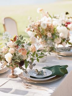 Classy al fresco wedding table setting: http://www.stylemepretty.com/texas-weddings/houston/2017/03/06/this-is-how-you-bring-old-world-glamour-to-texas/ Photography: Davy Whitener - http://www.davywhitener.com/