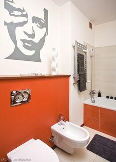 Projekt łazienki. Energetyczna łazienka z kolorem pomarańczowym - łazienka aranżacje - -Urzadzamy.pl