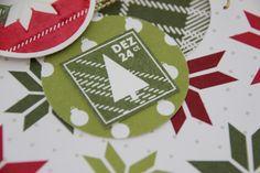 De postzegel uit stempelset Lots of Joy is een leuk detail voor op een kerstkaart of enveloppe. #kerst #kerstkaart #Stampinup #DIY #stempelen #stempelset