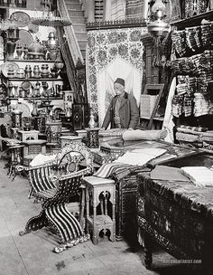Shop of Damascus Wares (c. Shaam, Ottoman Empire/Arab Kingdom of Syria/French Mandate of Syria) Old Pictures, Old Photos, Vintage Photos, Islamic World, Islamic Art, Naher Osten, Aleppo, Old Photographs, Ottoman Empire