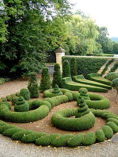 Garden Hedges, Topiary Garden, Topiary Trees, Garden Art, Formal Gardens, Outdoor Gardens, Amazing Gardens, Beautiful Gardens, Formal Garden Design