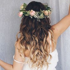 It's all about Flower crown vibes with summer!! From her ombre locks to her sweetheart curls. We just cannot get enough of this look!