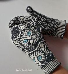 Koti männikössä: Kiskis Fingerless Gloves, Arm Warmers, Fashion, Fingerless Mitts, Moda, Fashion Styles, Fingerless Mittens, Fashion Illustrations