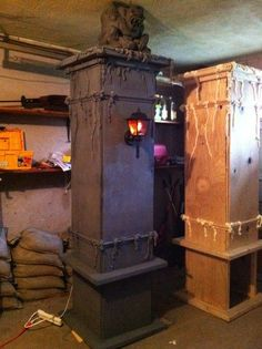 Pretty awesome pillars from Halloween | http://doityourselfcollections.blogspot.com