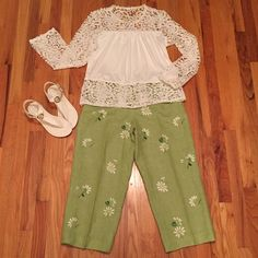 """Talbots Linen Daisy Capris Super cute and great for Spring and Summer. Irish Linen and fully lined. Inseam 22"""" and waist is 15"""". Side zip. Excellent condition.  8 Petites Talbots Pants Capris"""