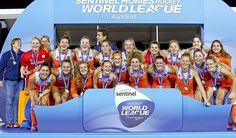 547 vind-ik-leuks, 2 reacties - OranjeHockey NL Elftal KNHB (@oranjehockey) op Instagram: 'Wat een jaar voor de Oranje Dames! 🏆 Winnaar HWL3 🏆 Winnaar EK 🏆 Winnaar HWL Finals #oranje…'