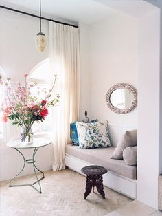 ☆digging the feminine feel and exotic accents in this interior designer's Australian abode.
