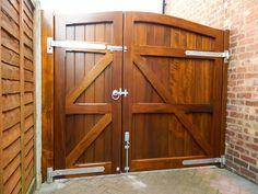 ALT Door Gate Design, House Gate Design, Fence Design, Wooden Garden Gate, Wooden Gates, Backyard Gates, Driveway Gate, Pergola, Future House