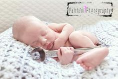 New Ideas For New Born Baby Photography : - Photography Magazine Baby Boy Pictures, Baby Girl Photos, Newborn Pictures, Newborn Pics, Infant Pictures, Newborn Shoot, Baby Boy Newborn, Baby Kids, Baby Mechanic