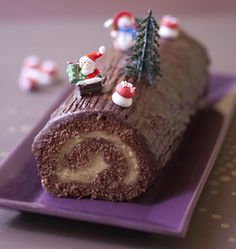 Buche de Noël chocolat vanille - les meilleures recettes de cuisine d'Ôdélices  http://www.odelices.com/recette/buche-de-noel-chocolat-vanille-r2921