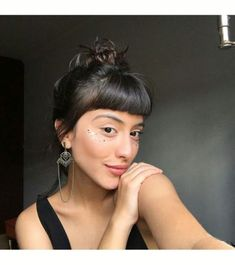 Fashionistas 33 Best Ideas Hair Bangs Fringe Top Knot Do It Yourself Home Decor Made easy Arti Hairstyle Curly, Hairstyles With Bangs, Trendy Hairstyles, Short Haircuts, Girl Hairstyles, Hair Inspo, Hair Inspiration, Long Hair With Bangs, Short Fringe Bangs