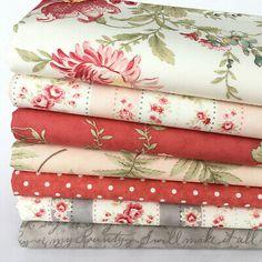 7 piece Blended Green /& ivory 100/% cotton fabric bundle 25cm x 25cm or FQ bundle