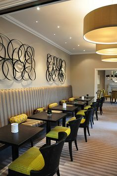 S Restaurant banquette seating Restaurant Banquette, Restaurant Seating, Restaurant Bar, Corner Seating, Booth Seating, Lounge Seating, Lounge Ideas, Staff Lounge, Hotel Lounge