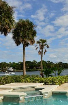 http://www.waterfront-properties.com/jupitergolfcoursehomes.php