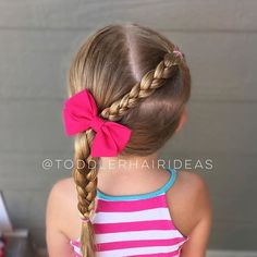 •Dad Style!• My husband let me sleep in this morning (bless him) and I woke up to this cute dad style! He came up with it all on his own! A front right pony braided down to a low left braid! Cute bow from @elliemaehandmade!