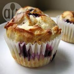 Blueberry Cream Muffins - move aside, Betty Crocker! Best blueberry muffins I've ever eaten! Best Blueberry Muffins, Blueberry Recipes, Blue Berry Muffins, Blueberry Season, Yummy Treats, Yummy Food, Muffin Recipes, Sweet Bread, Just In Case
