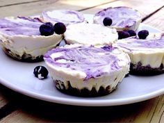 Raw non-dairy cheese cakes! Non Dairy Cheese, Gluten Free Sweets, Foods With Gluten, Vegan Treats, Sweet Tooth, Cheesecake, Tasty, Healthy, Desserts