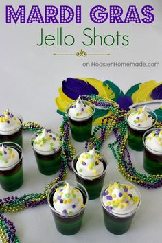 Layers of green, yellow and purple jello in these fun to make AND eat Mardi Gras Jello Shots! Make them with or without alcohol. Mardi Gras Drinks, Mardi Gras Food, Mardi Gras Party, Jello Shot Recipes, Jello Shots, Drink Recipes, Flan, Pudding Shots, Yummy Drinks