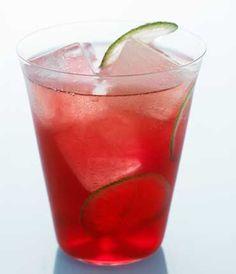 """Cóctel """"Cape Fizz"""":    45ml de Vodka de Grey Goose  60ml de Tónica  60ml de zumo de Arándano Rojo  15ml de Sirope  7,5ml de Zumo de Lima  1 rodaja de Lima"""