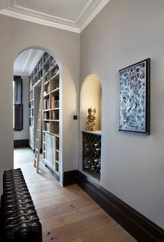 It's not the name of a movie, it's a love at first for this house in London's Notting Hill. Notting Hill, Coloured Skirting Boards, Dark Baseboards, London Mansion, Modernisme, Modern Hallway, Grey Hallway, Interior Design Services, White Walls