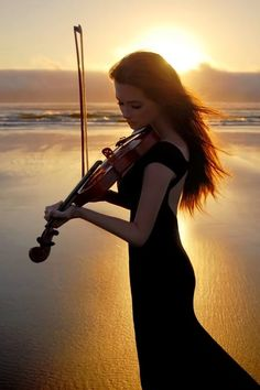 Erica Henrickson aka Nemo Valkyrja - Added to Beauty Eternal - A collection of the most beautiful women. Violin Music, Cello, Violin Art, Sound Of Music, Music Is Life, Pub Radio, Message Vocal, Violin Photography, Photography Magazine