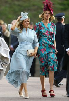 Kate Middleton, Meghan Markle, Ellie Goulding and Tracey Emin, all attended the Royal Wedding of Princess Eugenie and Jack Brooksbank. Here's GLAMOUR's round up of the best dressed at the Royal Wedding. Ellie Goulding, Princess Eugenie Jack Brooksbank, Princess Eugenie And Beatrice, Estilo Real, Royal Blue Bridesmaid Dresses, Blue Dresses, Kate Middleton, Princesa Eugenie, Eugenie Wedding