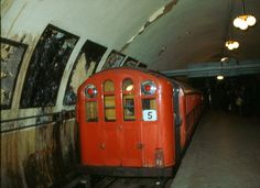 Glasgow Subway, London Underground Train, Metro Subway, Paris Metro, U Bahn, Old Trains, Glasgow Scotland, Electric Locomotive, Transportation