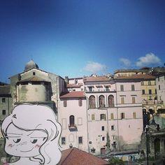 Saluti da Cave. Cave è un comune italiano di 12.998 abitanti in provincia di Roma nel Lazio. Si trova ai piedi dei Monti Prenestini, circondata da boschi di castagno e cedro.. Nella foto uno scorcio del centro storico.