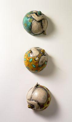 Les corps ronds, les corps boules de la céramiste  Marie E.v.B. Gibbons  http://www.mariegibbons.com/mariegibbons/Site/Welcome.html  http://...                                                                                                                                                                                 Plus