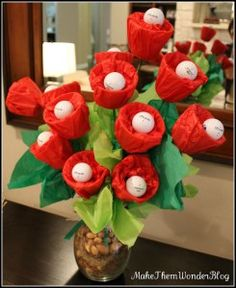 Golf Ball Crafts Golf Ball Flower Arrangement - H is for Holidays: 15 Golf Themed Father's Day Ideas - A round up of 15 fun and easy gift and card ideas to make any golfer feel special on Father's Day. Golf Party, Golf Centerpieces, Golf Decorations, Golfball, Golf Ball Crafts, Golf Theme, Ladies Golf, Girls Golf, Craft Gifts