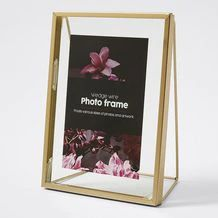 Beautifully designed for you to display your favourite picture, is our Wedge Wire Brass Frame.Easily blending in with your home decor it floats various sizes of photos and artwork. Wire Frame, New Room, Room Decor, Brass, Wedge, Engagement, Platform, Wedges, Engagements