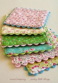 Pot Holders Craft-O-Maniac: Top 20 Handmade Gifts Craft Gifts, Diy Gifts, Easy Homemade Gifts, Food Gifts, Fabric Crafts, Sewing Crafts, Scrap Fabric Projects, Do It Yourself Inspiration, Little Presents