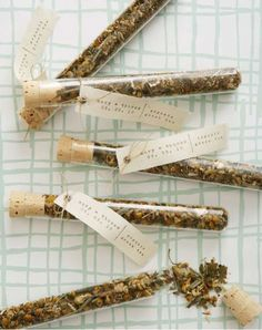 Test tube tea favors from Indie Fixx! Very similar to the idea Bobby had for wedding favors. I prefer the coffee and tea bag idea above. Tea Favors, Edible Wedding Favors, Handmade Wedding Favors, Wedding Favours Tea, Diy Favours, Edible Favors, Wedding Souvenir, Yarn Wrapped Bottles, Loose Leaf Tea