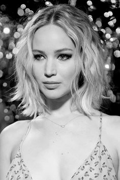 Jennifer Lawrence attends photo call for Columbia Pictures Passengers at Four Seasons Hotel Los Angeles at Beverly Hills on December 9 2016 in Los Angeles California. Nicole Murphy, Jennifer Lawrence Pics, Hunger Games, Hair Goals, Hair Inspiration, My Hair, Beautiful, Short Hair Styles, Hair Makeup