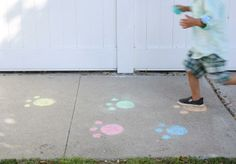 What a cute idea! Use sidewalk chalk to draw Easter bunny paws leading the way to the Easter egg hunt!