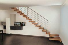 #Escalier - Suspendu, marches en bois, garde-corps en acier. Découvrez les réalisations d'escaliers de L'Échelle Européenne sur www.escaliers-echelle-europeenne.com