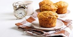 Raisins and whole wheat flour make these Irish Soda Muffins heartier, as well as higher in fiber and minerals. Dessert Weight Watchers, Lean Cuisine, Muffin Bread, Muffin Recipes, Healthy Desserts, Biscuits, Parfait, Good Food, Brunch