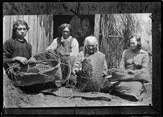 Group of Maori women weaving flax baskets (kete), at Rangiahua, 1918.