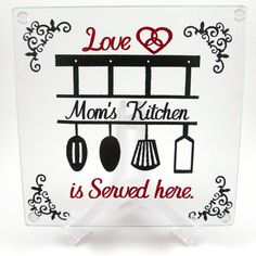 Create a custom cutting board full of love for your kitchen or as a perfect gift! Diy Vinyl Projects, Vinyl Crafts, Craft Projects, Custom Cutting Boards, Love Mom, Gifts, Crafting, Plate, Design