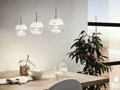 Las lámparas en el comedor serán una opción ideal que pueden combinar con nuestra decoración o bien poner un punto diferente a la misma.