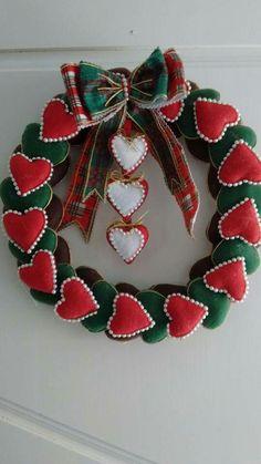 Felt Christmas Ornaments, Christmas Wreaths, Christmas Crafts, Christmas Decorations, Felt Wreath, Diy Wreath, Summer Wreath, 4th Of July Wreath, Felt Crafts