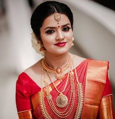 Image may contain: one or more people and closeup Bridal Hairstyle Indian Wedding, Indian Wedding Bride, Indian Bridal Outfits, Indian Bridal Fashion, Indian Wedding Jewelry, Bridal Jewelry, Pattu Sarees Wedding, Wedding Saree Blouse, Bridal Silk Saree