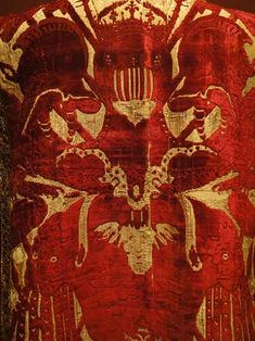 Sciselled velvet italy 16th c. Cut velvet, Italy late 16th c. Red silk and golden metal threads. Musée des Tissus, Lyon
